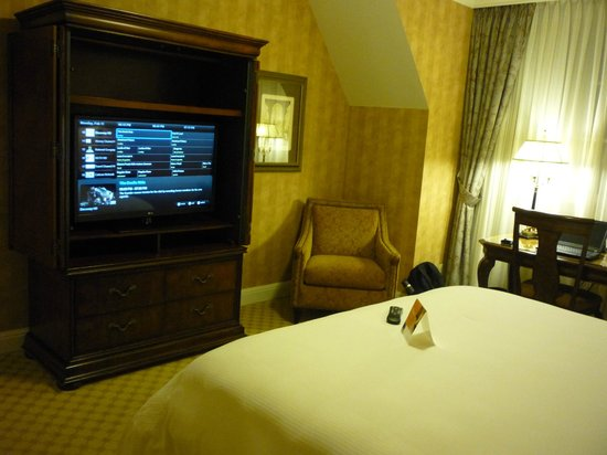 Royal Park Hotel :                   HD LCD TV, chair and desk