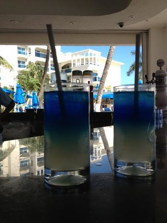 Occidental Costa Cancun:                   coctails