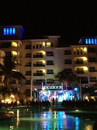 Occidental Costa Cancun:                   show nocturno cada noche