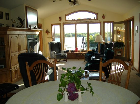 The River Nest B&B: Entry through dining and livingrooms to river
