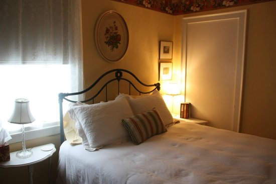 Staveleigh House Bed & Breakfast:                   Bedroom