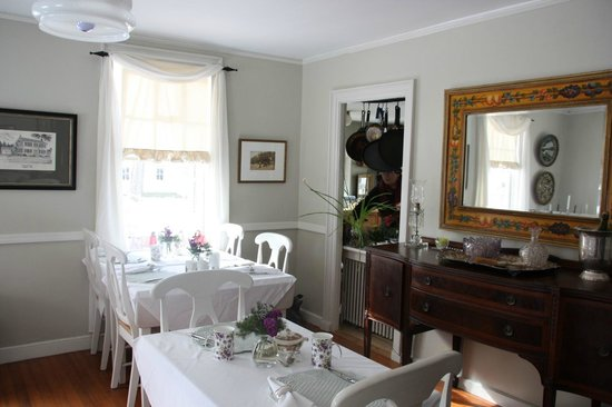 Staveleigh House Bed and Breakfast:                   Breakfast room
