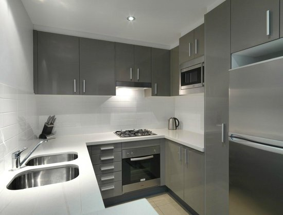 Meriton Serviced Apartments - Broadbeach: 2 Bedroom Kitchen