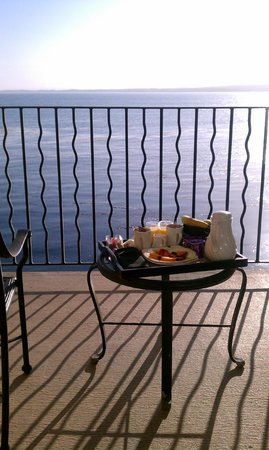 Monterey Bay Inn:                   Breakfast with a great view!