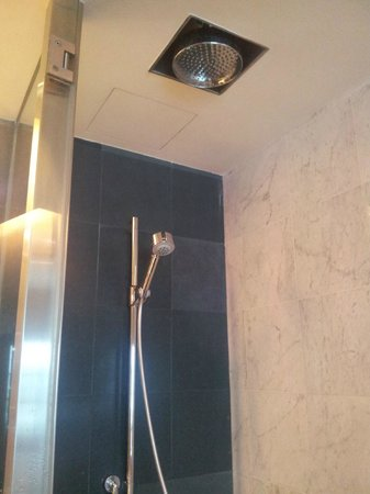 ‪هيلتون كوالالمبور:                   rain shower available
