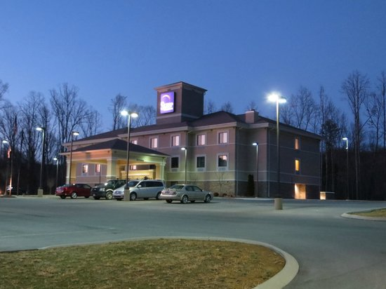 Sleep Inn & Suites Middlesboro:                   Evening view.