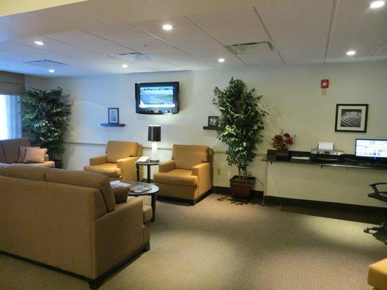 Sleep Inn & Suites Middlesboro:                   Sitting area.