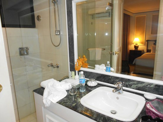 The Duxton Hotel:                   Bathroom