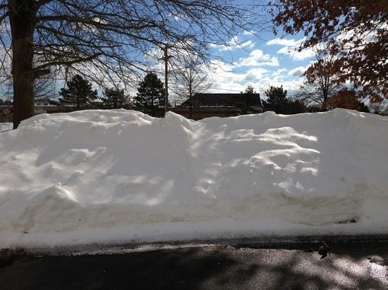 Hampton Inn Nashua:                   Plowed right away
