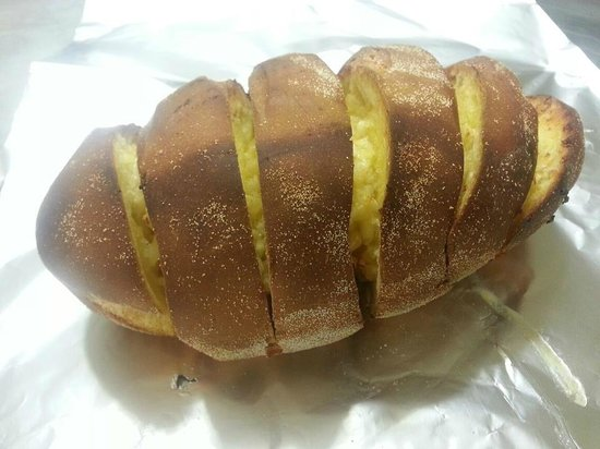 Houdini's Gourmet Pizza : homemade garlic bread