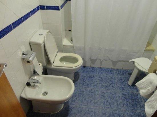 Acta Antibes:                   Banheiro