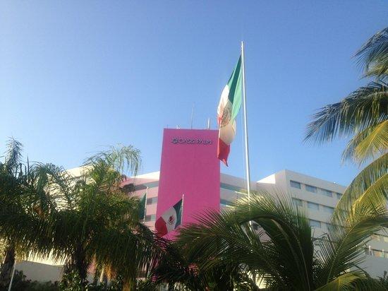 Oasis Palm:                                     Entrada del hotel