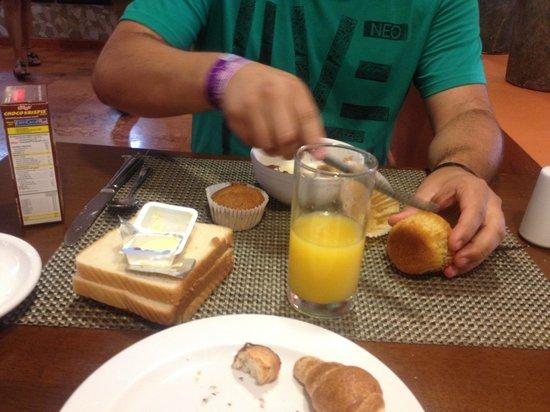 Oasis Palm:                                     Desayuno