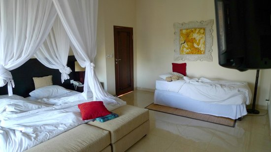 Bebek Tepi Sawah Villas & Spa:                   Batuan Villa with extra bed