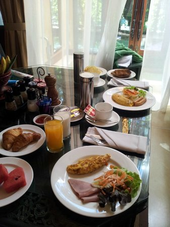 เดอะ บาราย วิลล่า:                   complimentary inroom breakfast