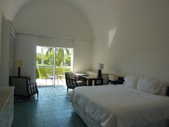 The Westin Resort & Spa Cancun:                   Room 1160, with its 15 foot high arched ceiling.