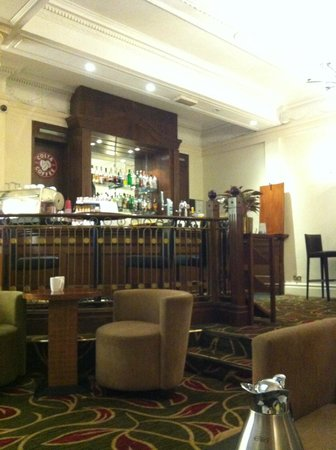 Hilton London Hyde Park:                   Bar