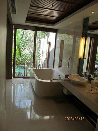 Renaissance Phuket Resort & Spa:                   view from bathroom to Pool