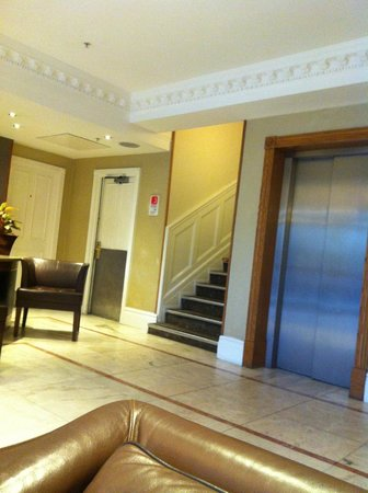 Hilton London Hyde Park:                   Lift at lobby