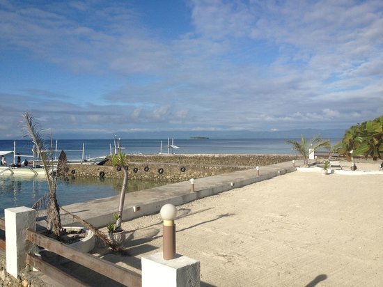 Turtle Bay Dive Resort:                   The so-called beach, some sand spread on reclaimed land