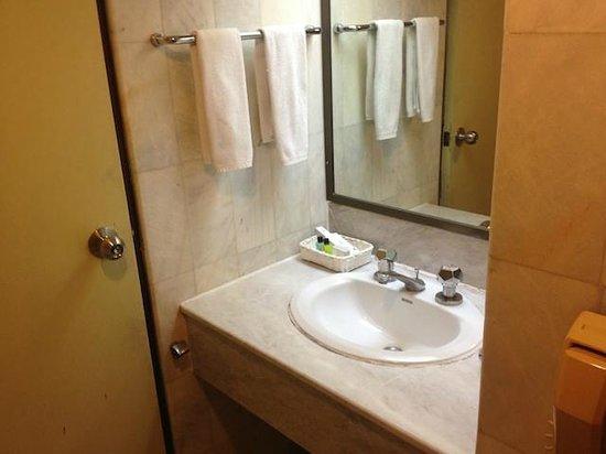 هانسا جيه بي هوتل:                   Bathroom is quite small                 