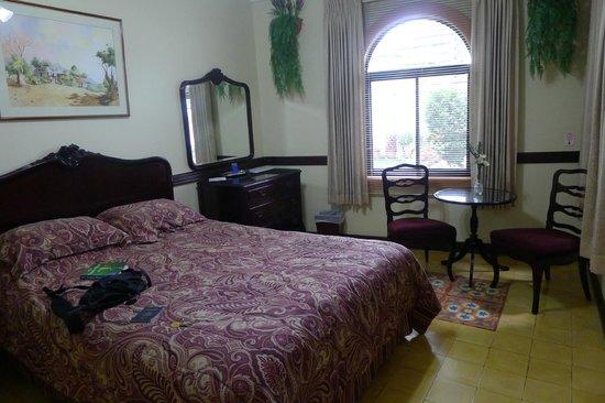 Hotel Santo Tomas:                   room