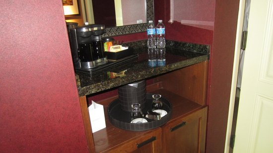 Omni Fort Worth Hotel:                   mini bar area