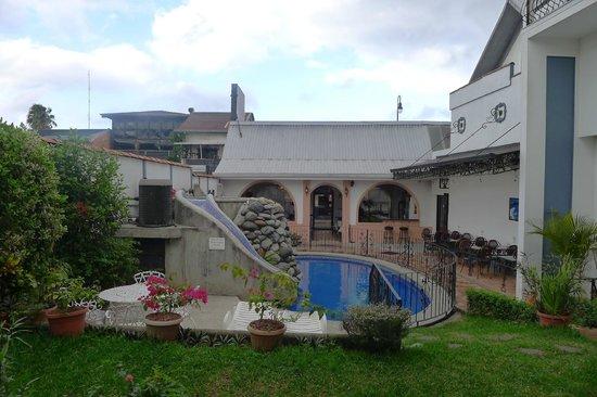 Hotel Santo Tomas:                   pool