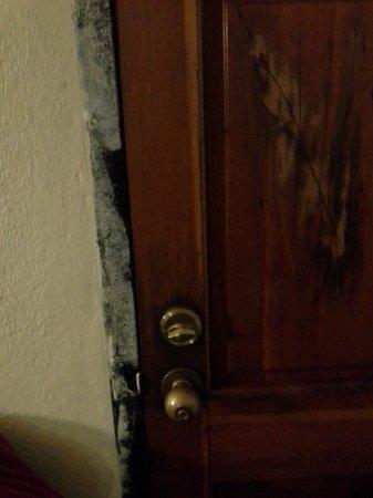 Sunshine Motel:                   Inside door