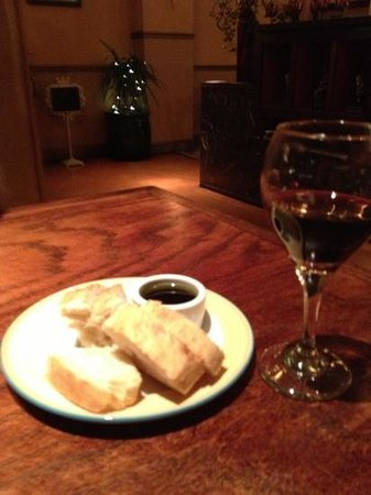 Fulio's Pastaria:                   yummy bread and chianti 2013