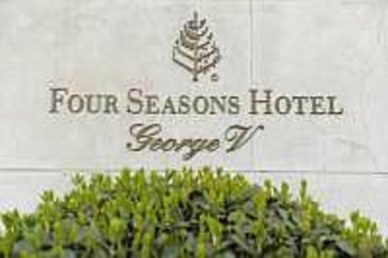 Four Seasons Hotel George V:                   the sign