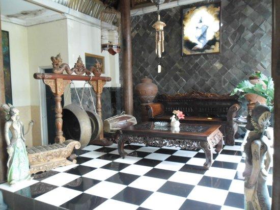 La Javanaise Home Stay:                   le 1er étage avec les instruments de musique traditionnels