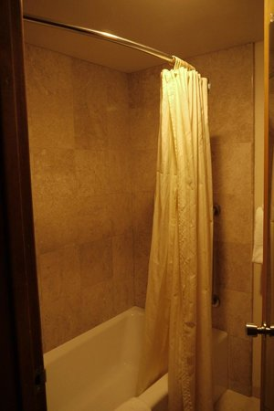 BEST WESTERN PLUS Cavalier Oceanfront Resort:                   Bath/shower