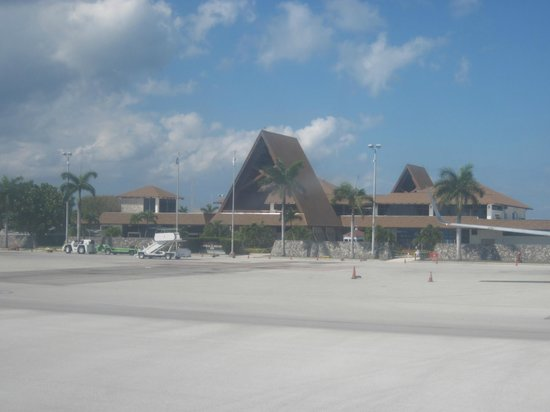 Sunshine Suites Resort:                   Grand Cayman Airport