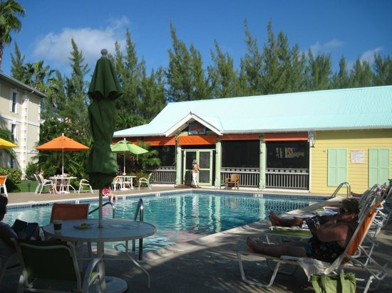 Sunshine Suites Resort:                   Sunshine Suites Restaurant and pool