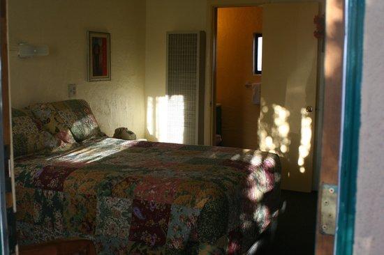 Silver Saddle Motel :                   Main Room