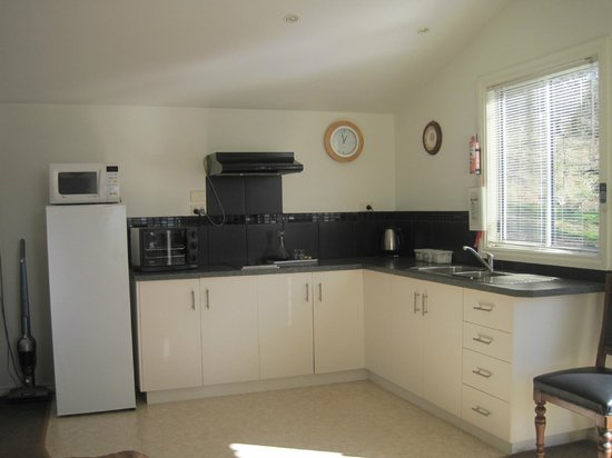 Trevallyn House B & B: Cottage Kitchen