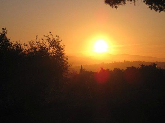 Trevallyn House B & B: Early morning sunrise