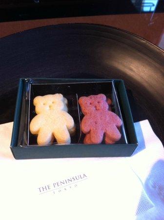 The Peninsula Tokyo:                   ウェルカムクッキー? しっとりとしておいしかったです。