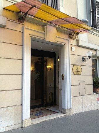 هوتل أليماندي فاتيكانو:                   Hoteleingang                 