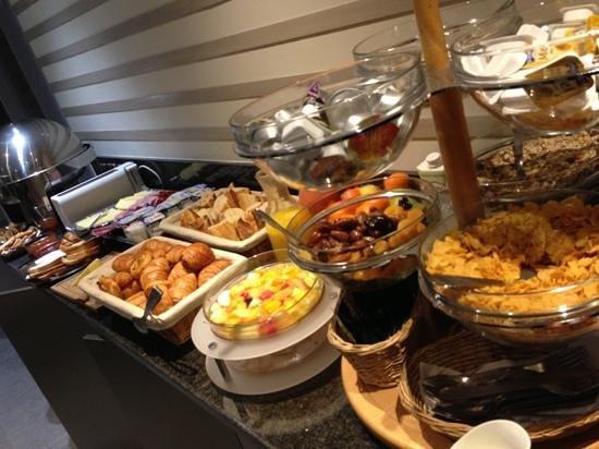 BEST WESTERN Hotel Lafayette:                   Buffet petit-déjeuner.