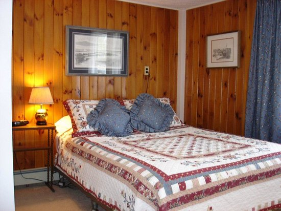Pleasant Lake House Bed and Breakfast