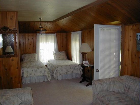 Pleasant Lake House Bed and Breakfast Photo