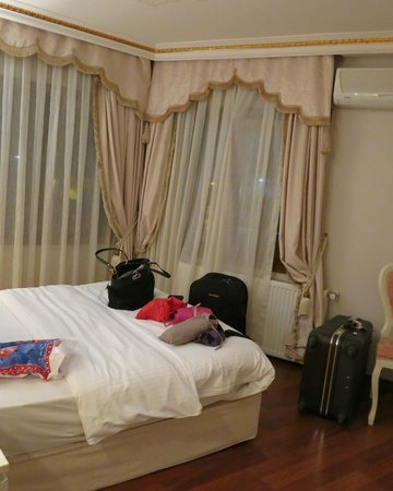 Kupeli Palace Hotel:                   room