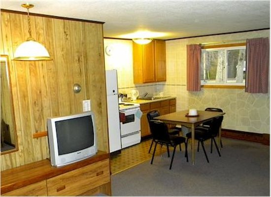 Red Ranch Motel: Kitchenette Unit