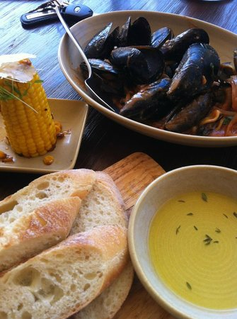Pablo Pablo Latin Eatery: Delicious mussels and char grilled corn