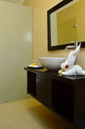 Sarinande Hotel: Bath room