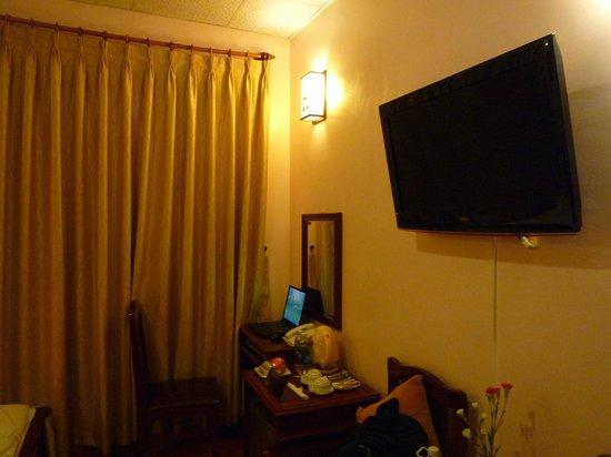 Holiday Diamond Hotel:                   Bedroom