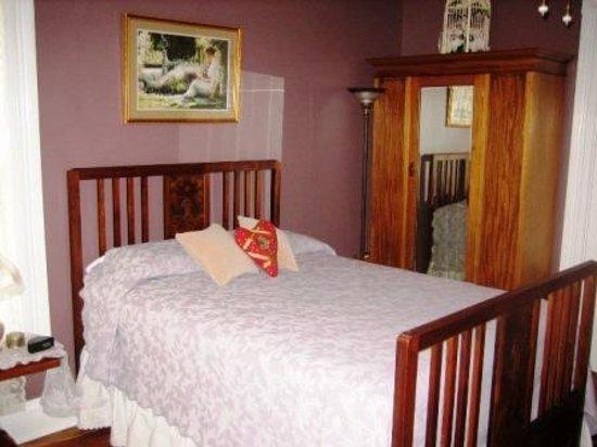 Seldon Renaker Inn Photo