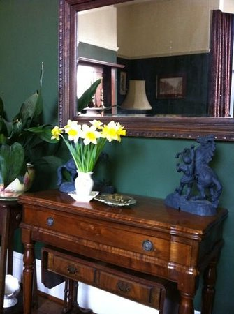 Dylan Thomas Birth Place:                   daffodilsin the front foom
